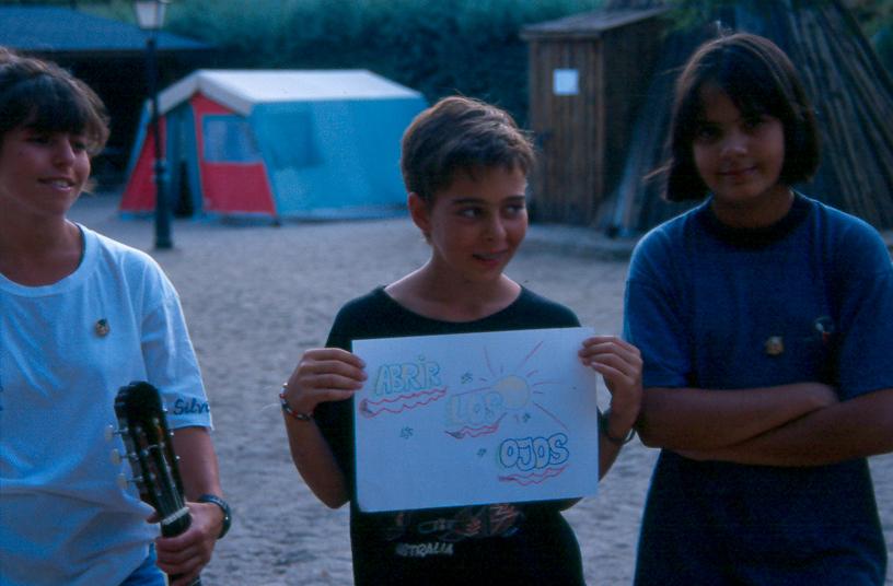 Candeleda (Avila) 1995_Silvia Sevilla y Andrea de la Cruz (abrir los ojos) Ruth